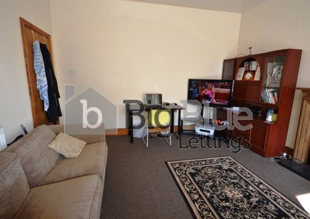 Thumbnail Property to rent in 27 Manor Terrace, Hyde Park, Leeds