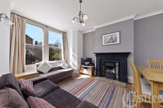 Flat for sale in Temple Road, London