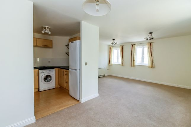 Thumbnail Flat to rent in Madley Brook Lane, Witney