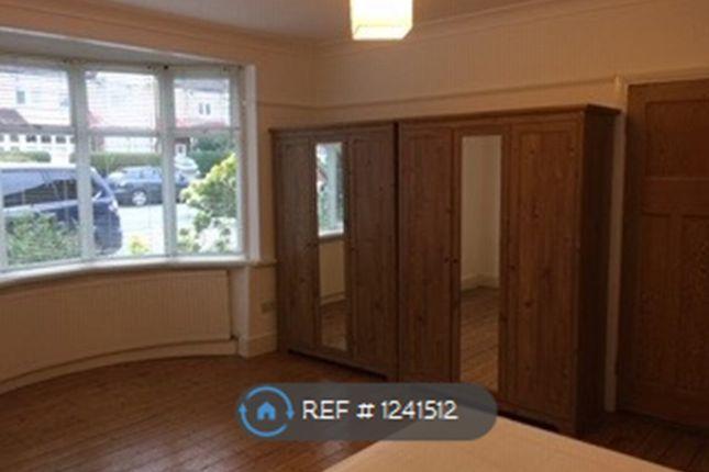 Room to rent in Fairway, London SW20