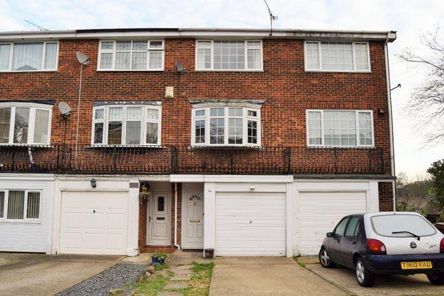 Thumbnail Town house to rent in Lonsdale Drive, Rainham, Gillingham