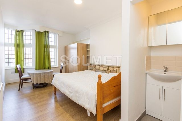 Thumbnail Flat to rent in Golders Green Road, Golders Green, London