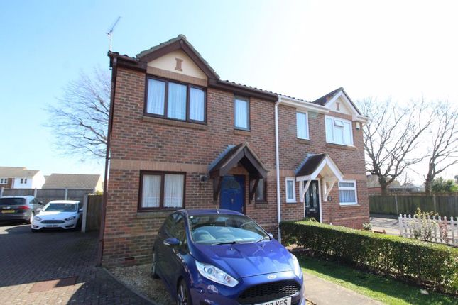 3 bed property to rent in Terence Webster Road, Wickford SS12