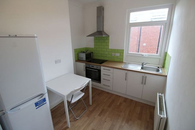 Thumbnail Terraced house to rent in Berners Street, Wakefield