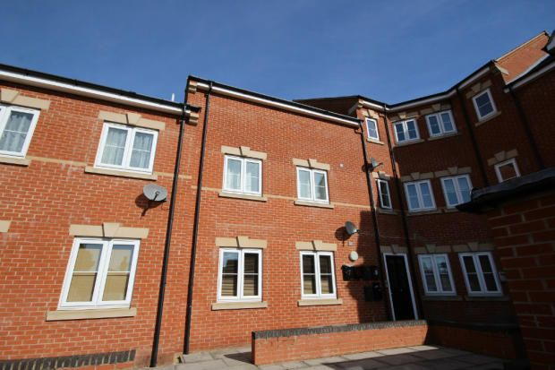Flat to rent in Hawthorn Road, Kettering