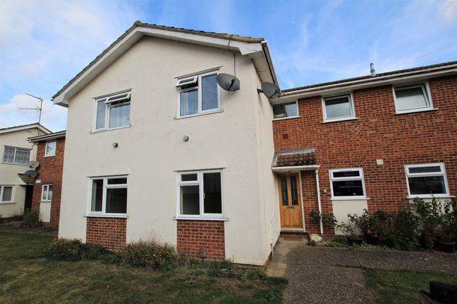 2 bed maisonette to rent in Beauchamps Drive, Wickford SS11