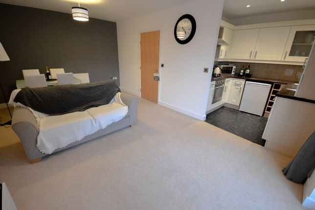 Thumbnail Flat to rent in Greenacre Close, Sheffield