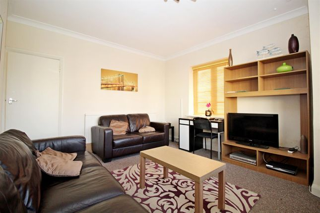 Thumbnail Flat to rent in Hollywood Court, Elstree