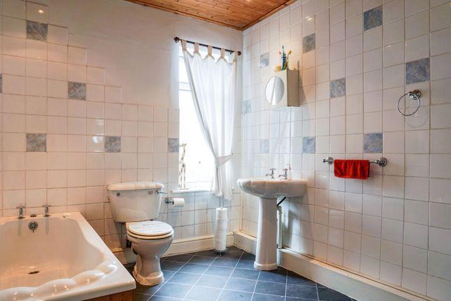 Bathroom of Britannia Terrace, Gainsborough DN21