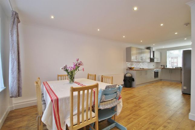 Thumbnail Property to rent in Avenue Road, Isleworth