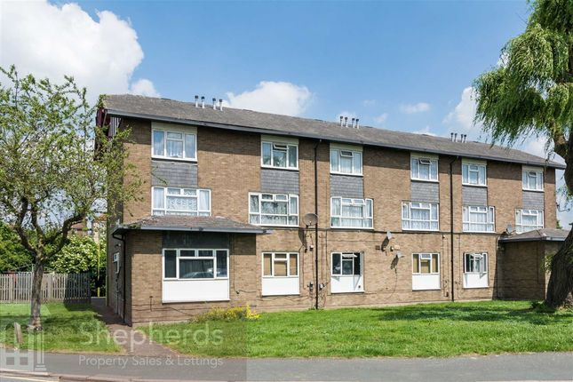 Thumbnail Maisonette for sale in Longcroft Drive, Waltham Cross, Hertfordshire
