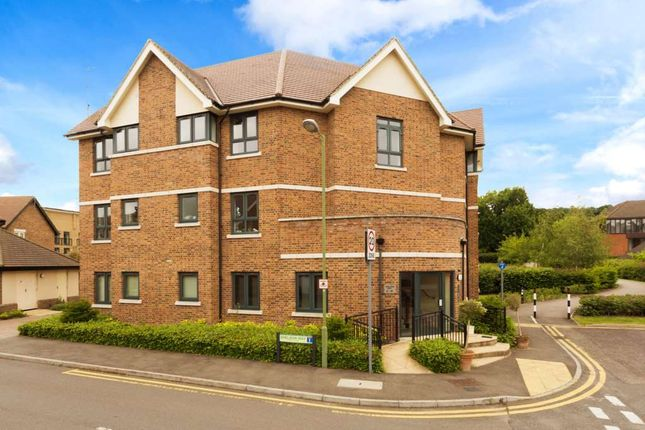 Thumbnail Flat to rent in Sheldon Way, Berkhamsted