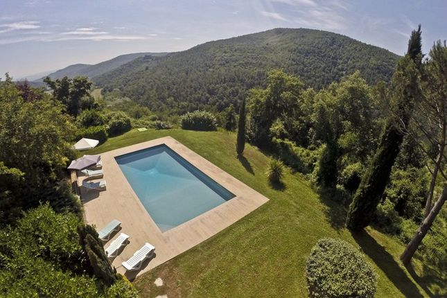 6 bed farmhouse for sale in Arezzo, Tuscany