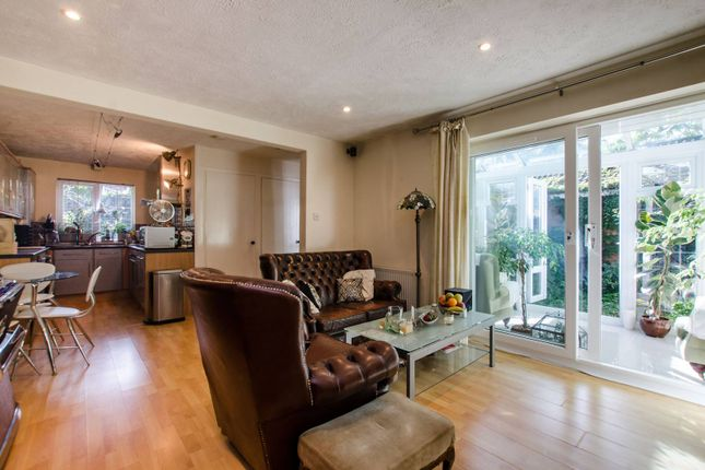 Thumbnail Bungalow for sale in Myrna Close, Wimbledon