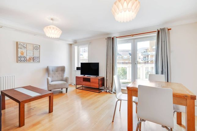 Thumbnail Terraced house to rent in Woodland Crescent, London