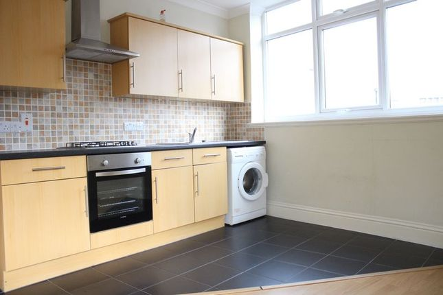 Thumbnail Flat to rent in Mare Street, London