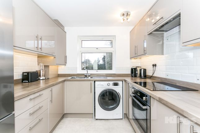 Thumbnail Flat for sale in Shrublands Court, Sandrock Road, Tunbridge Wells