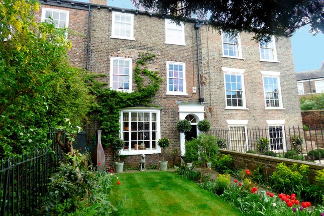 Thumbnail Town house for sale in Holgate Road, York