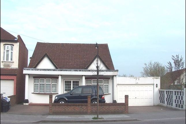 Thumbnail Bungalow to rent in Goodmayes Lane, Goodmayes, Ilford