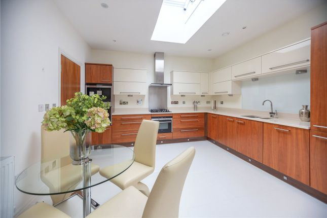 Thumbnail Flat for sale in Villiers House, London Road, Sunningdale, Ascot