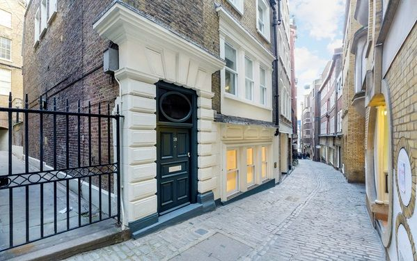 Thumbnail Property to rent in Lovat Lane, London