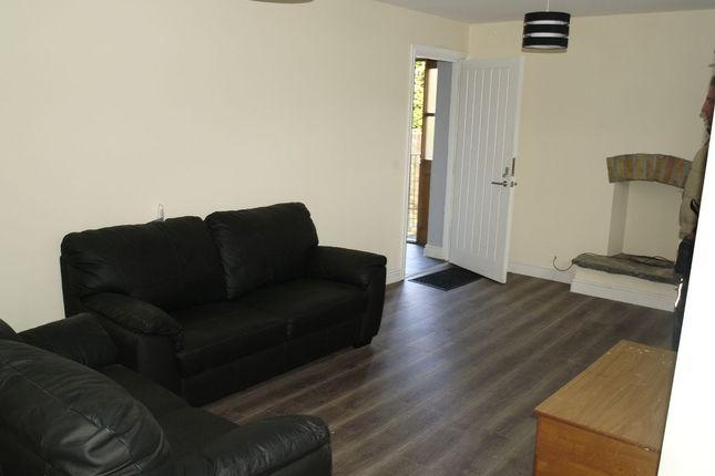 Thumbnail Flat to rent in Flat 1, Main Road, Ynysddu