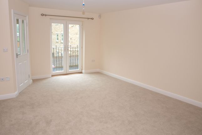 Thumbnail Town house to rent in Ivy Place, Todmorden, West Yorkshire