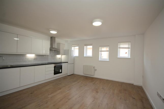 Thumbnail Flat to rent in Turners Hill, Cheshunt, Waltham Cross