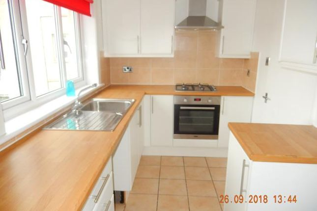 Thumbnail Flat to rent in Carnwadric Road, Thornliebank, Glasgow