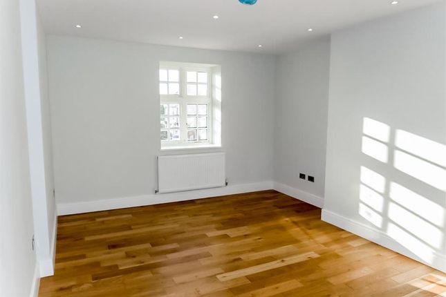 Living Room of Syresham Gardens, Haywards Heath RH16