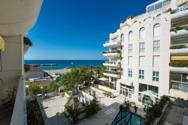 3 bed apartment for sale in Málaga, Spain