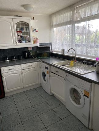 Thumbnail Flat for sale in Hunton House, Rookery Gardens, Orpington, Kent