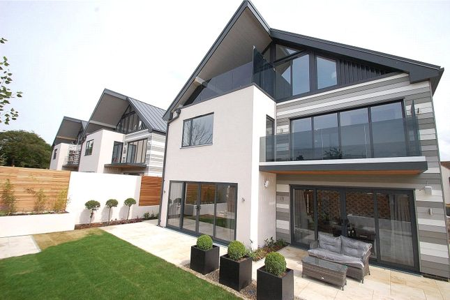 Thumbnail Detached house for sale in Emerson Park Place, Emerson Park, Hornchurch
