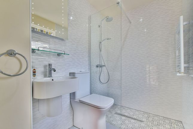 En Suite of Whirley Road, Macclesfield, Cheshire SK10