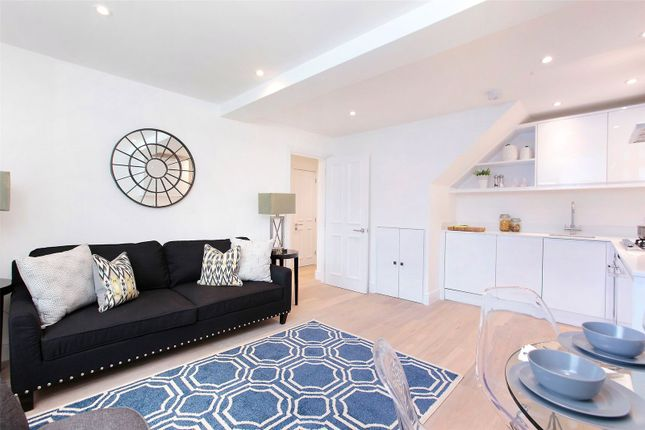 Thumbnail Flat for sale in St Martin's Court, 140 Trinity Road, London