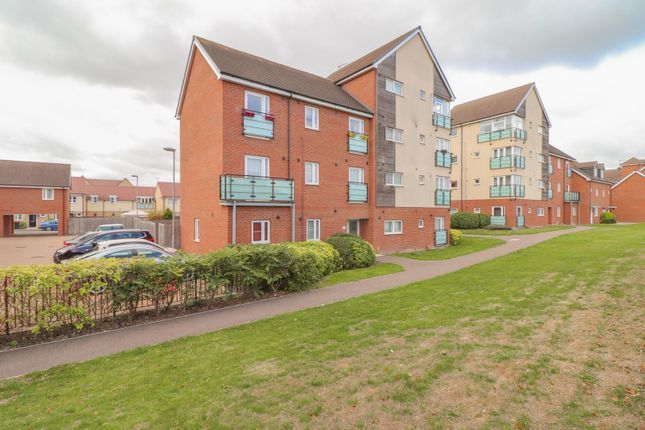 Thumbnail Flat for sale in Leyland Road, Dunstable