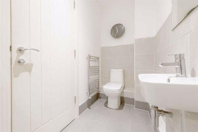 En Suite: of Ashley Green, Wortley, Leeds, West Yorkshire LS12
