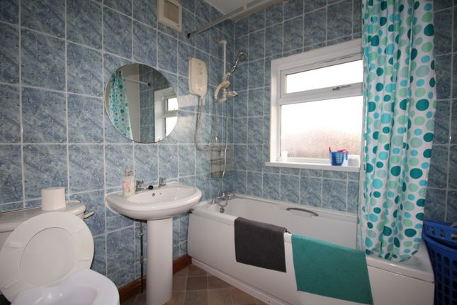 Bathroom of Crown Hills Avenue, Leicester LE5