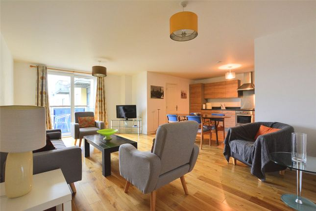 3 bed flat to rent in Norman Road, Greenwich, London SE10