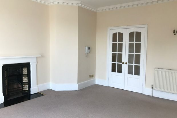 Thumbnail Flat to rent in 17 Southgate Street, Winchester