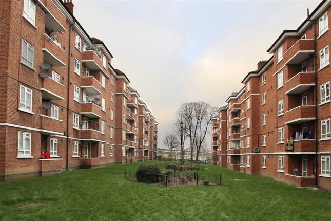 Thumbnail Flat for sale in York Hill, London