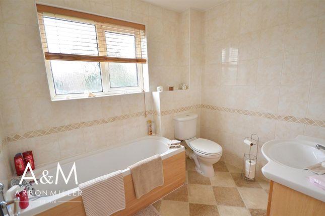 Family Bathroom of All Saints Close, Chigwell IG7
