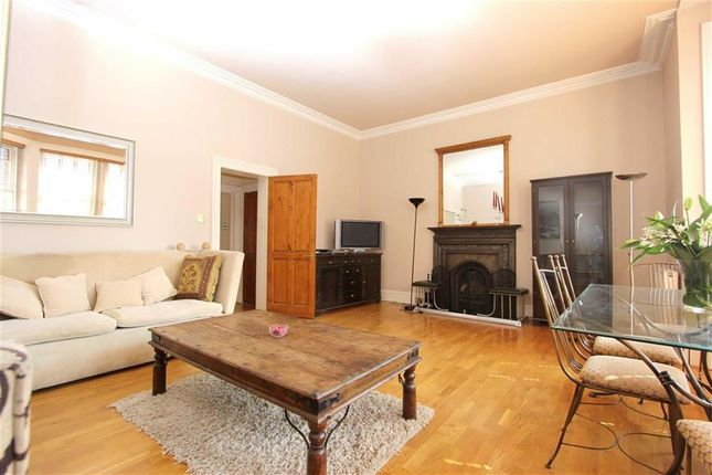 2 bed flat to rent in Daleham Gardens, Hampstead, London