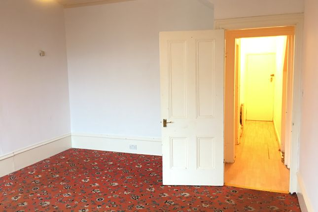 Thumbnail Flat to rent in Serpentine Road, Cleckheaton
