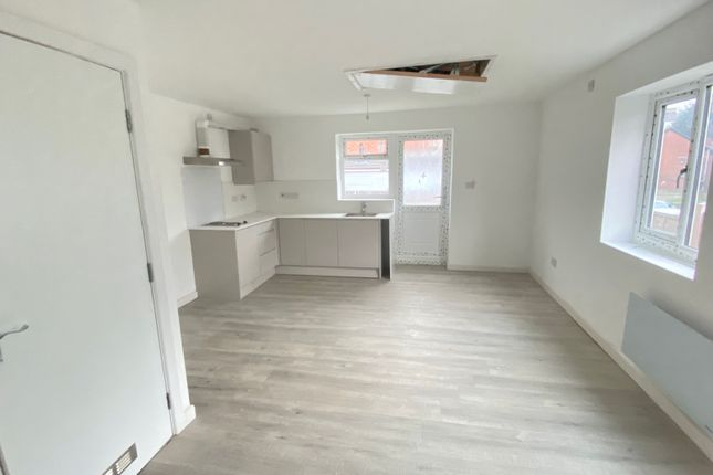 Thumbnail Studio to rent in Mitchell Street, Rochdale