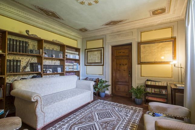 14 bed town house for sale in Monsagrati, Province Of Lucca, Italy