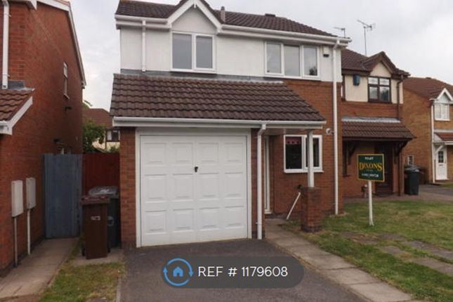 3 bed semi-detached house to rent in Stubley Drive, Wolverhampton WV10
