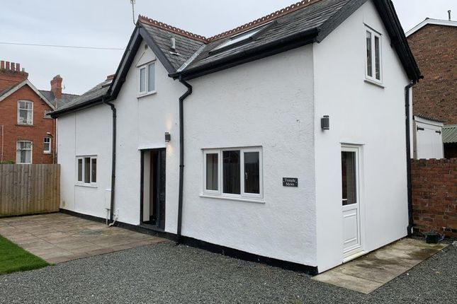 Thumbnail Detached house to rent in Alexander Road, Llandrindod Wells