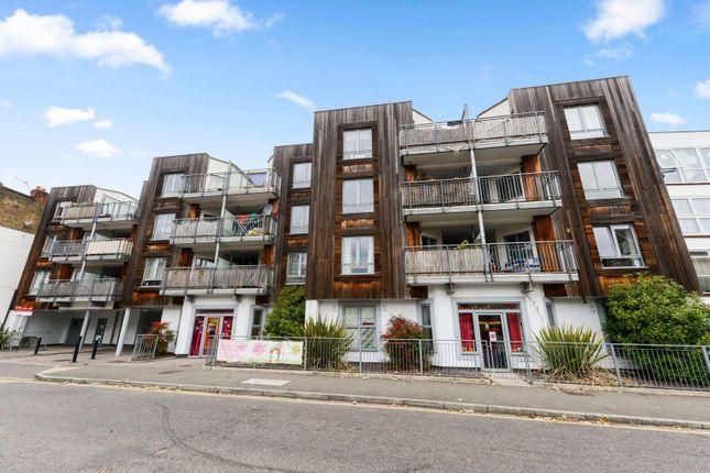 Flat to rent in Cherington Road, Hanwell