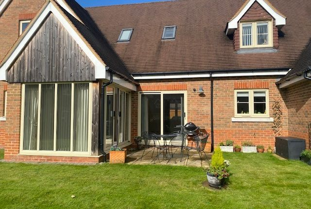 Thumbnail Cottage for sale in Durrants Drive, Faygate, West Sussex